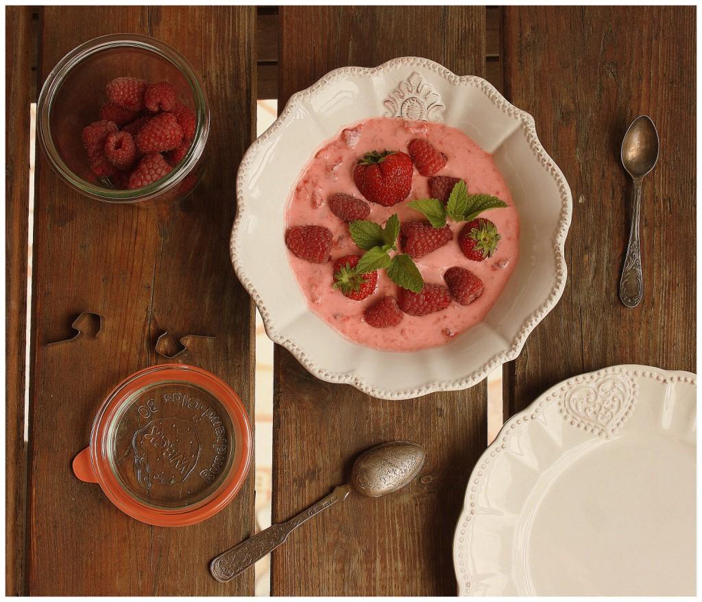 Jahody s řeckým jogurtem