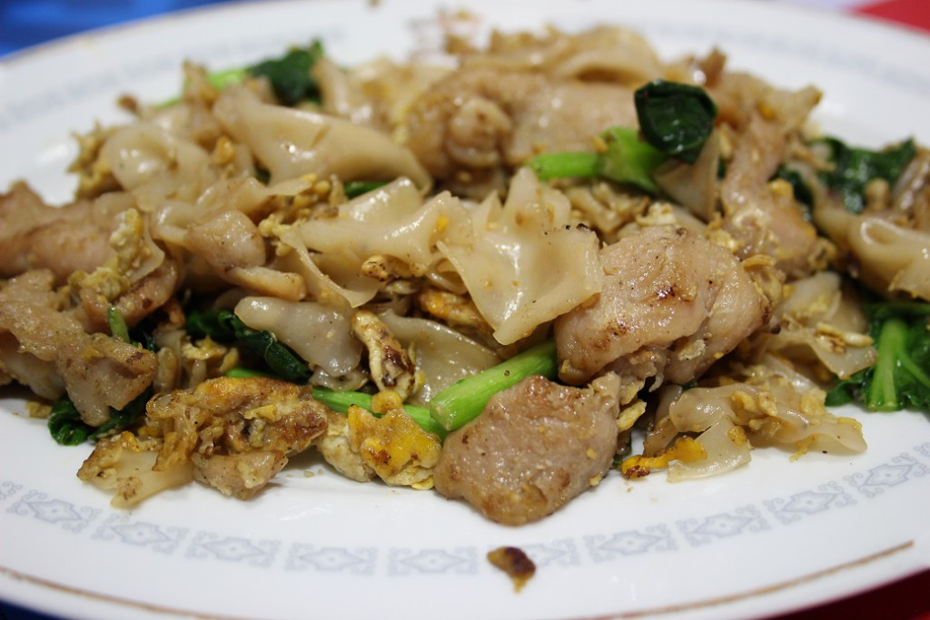 Pad See Ew – Stir fried flat rice noodle with kale, egg and pork